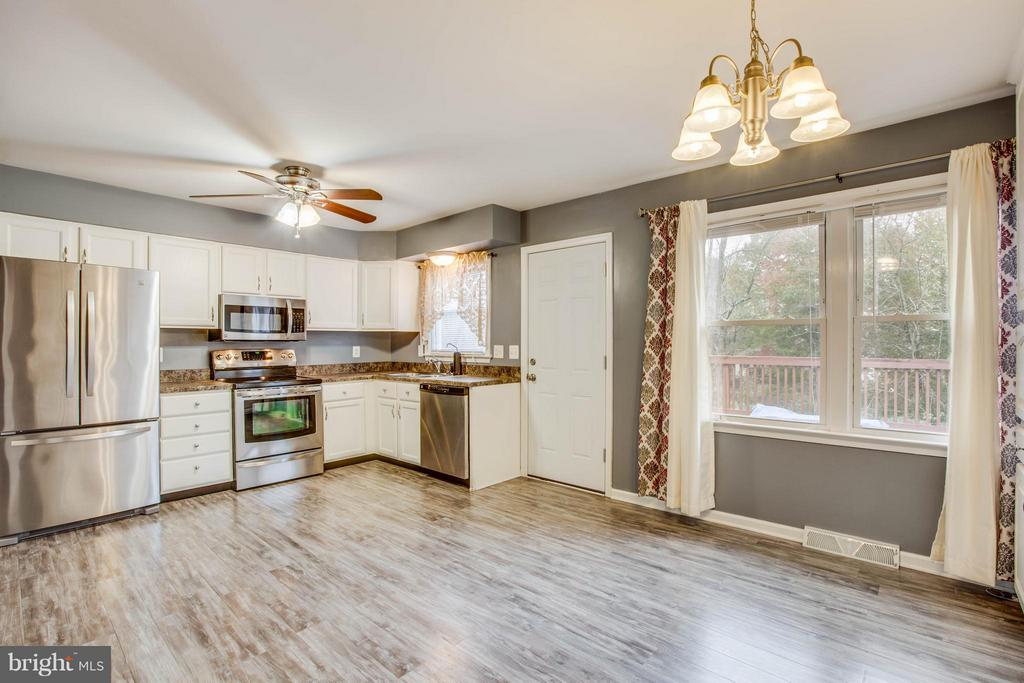 Updated kitchen with stainless steel appliances - 103 ERIN DR, STAFFORD