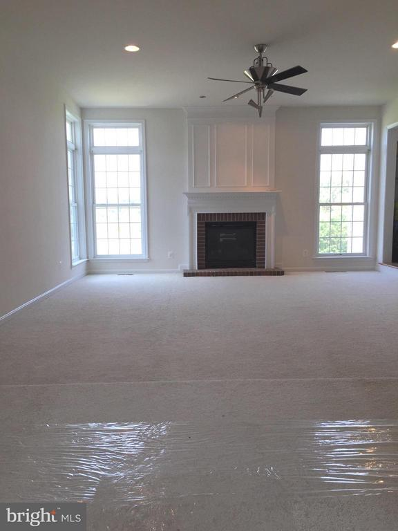 Family Room off Kitchen w/fireplace - 25667 CABIN POINT CT, CHANTILLY