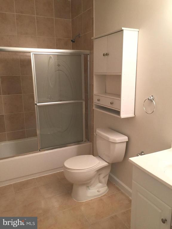 Lower level Bathroom for guests - 25667 CABIN POINT CT, CHANTILLY