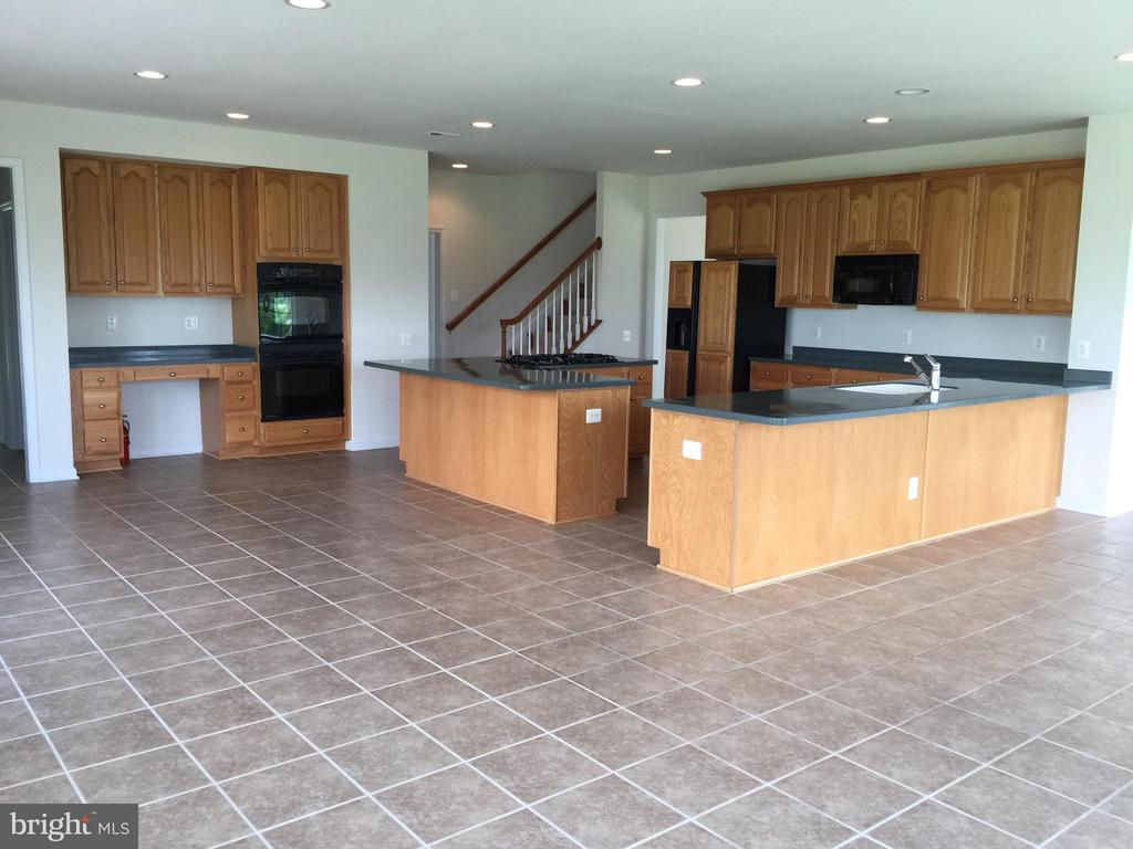 Kitchen with Island, Desk area - 25667 CABIN POINT CT, CHANTILLY