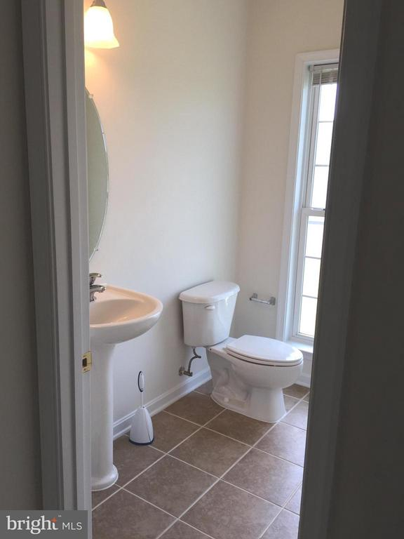 Powder Room on main lvl - 25667 CABIN POINT CT, CHANTILLY