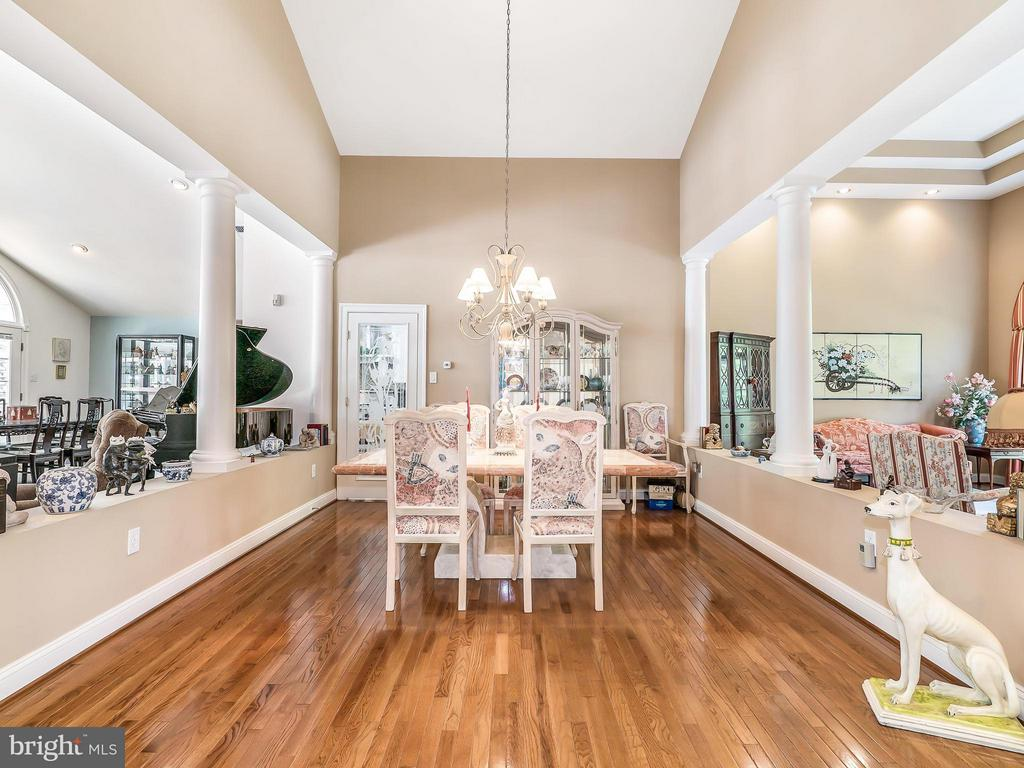 Dining Room has Hardwood Floors - 14037 WEEPING CHERRY DR, ROCKVILLE