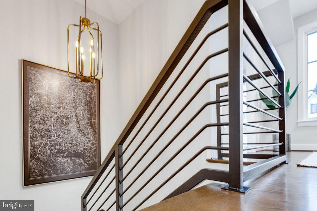 Custom railing - 6404 19TH ST N, ARLINGTON