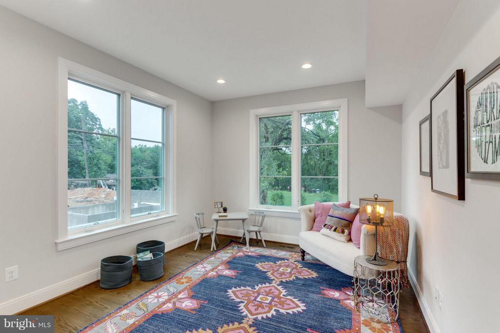 Bonus Room on Main Level w/Closet - 6404 19TH ST N, ARLINGTON