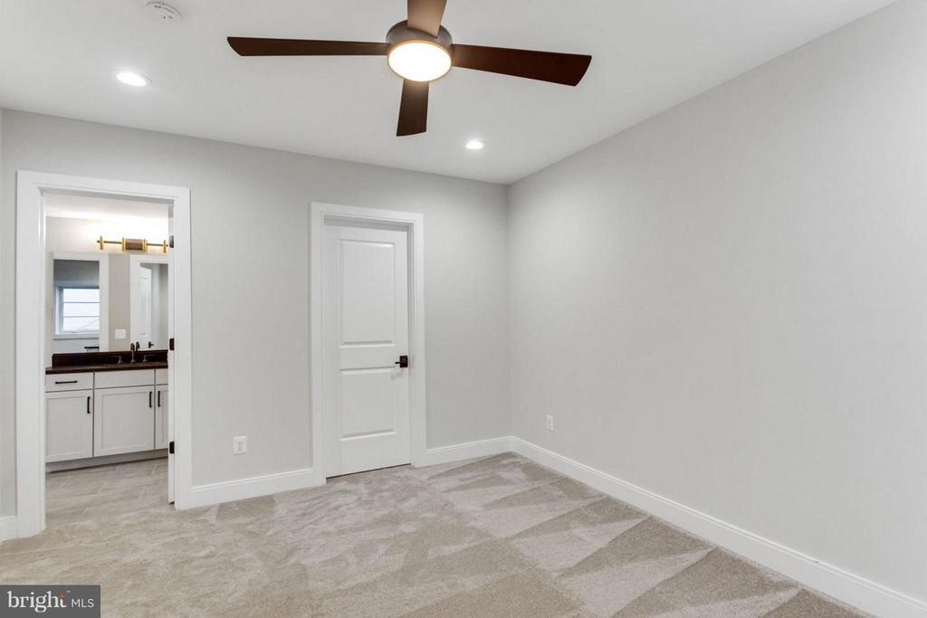 Basement Bedroom - 6404 19TH ST N, ARLINGTON