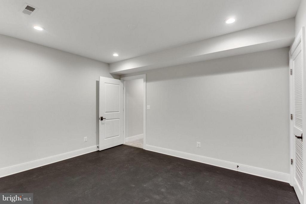 Exercise Room - 6404 19TH ST N, ARLINGTON
