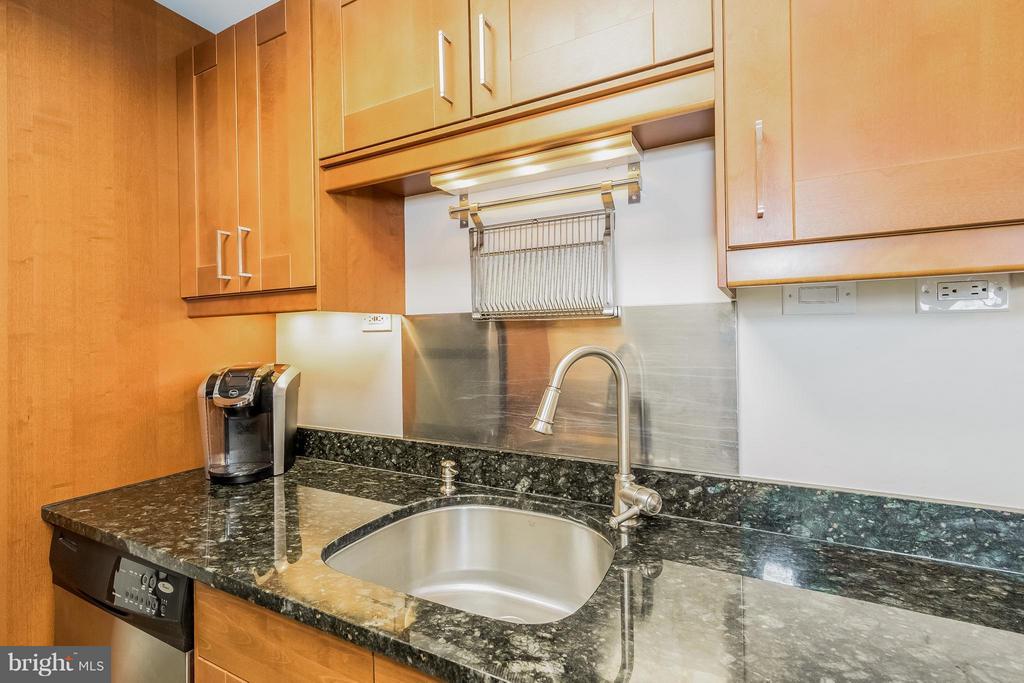 Kitchen - 5911 EDSALL RD #1113, ALEXANDRIA