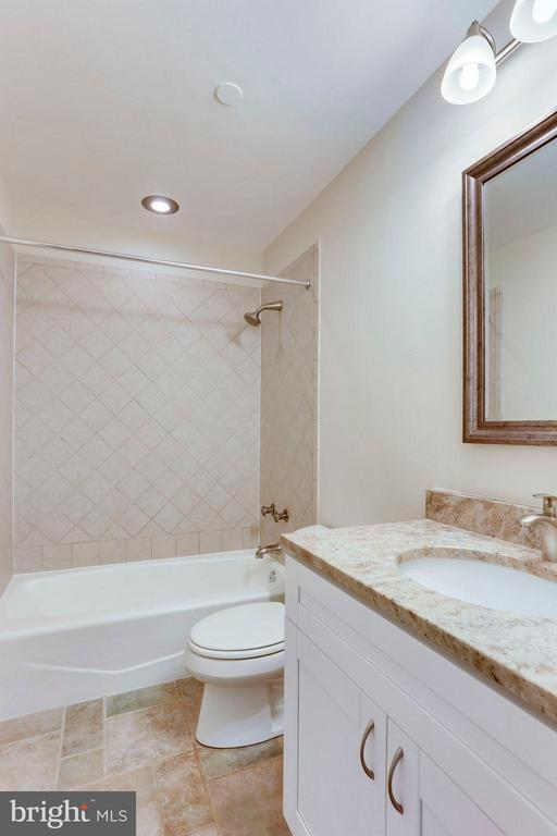 Bath (Master) - 1530 KEY BLVD #110, ARLINGTON