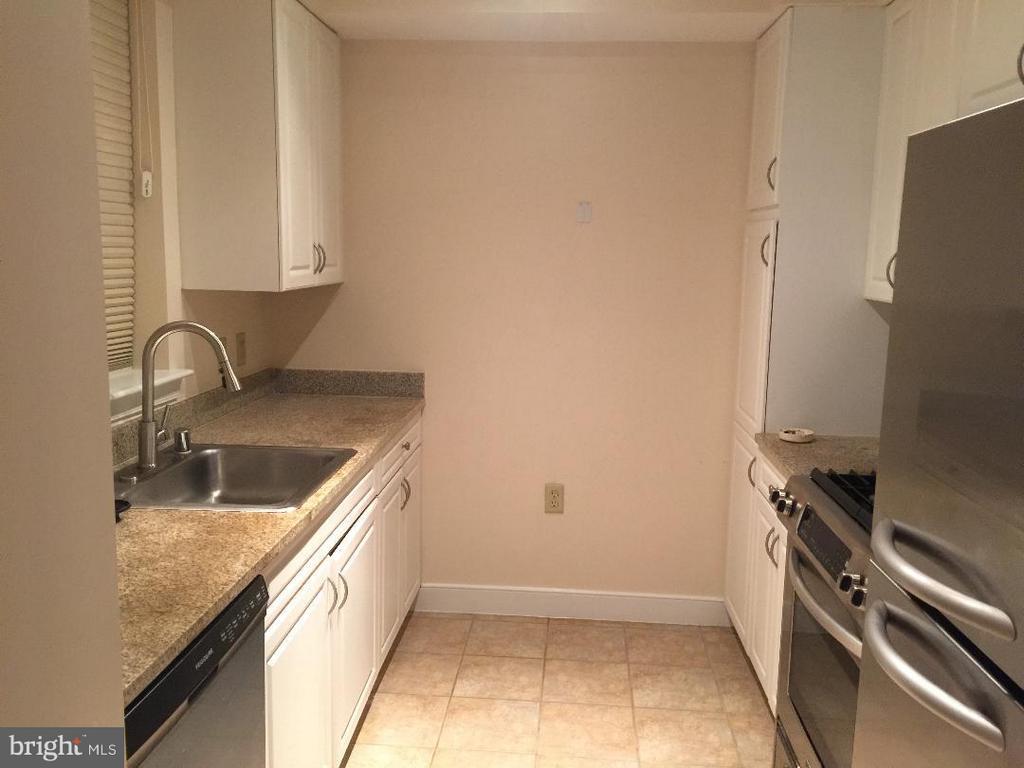 Kitchen - 555 MASSACHUSETTS AVE NW #514, WASHINGTON