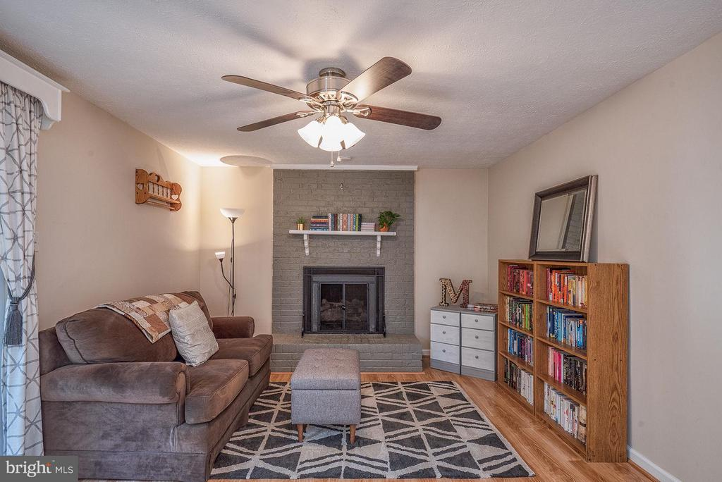 Family Room features a new ceiling fan - 11 FAIRFIELD CT, STAFFORD