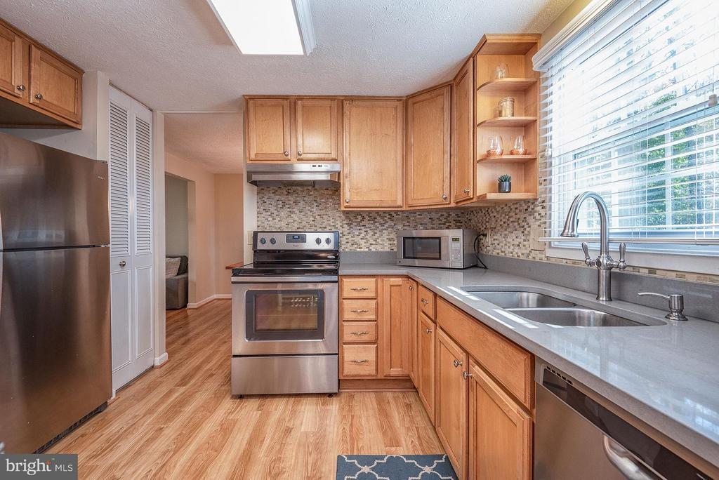 Kitchen featuring stainless steel appliances - 11 FAIRFIELD CT, STAFFORD