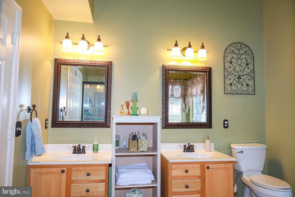 Dual Vanities - 109 LAKE VIEW WAY NW, LEESBURG