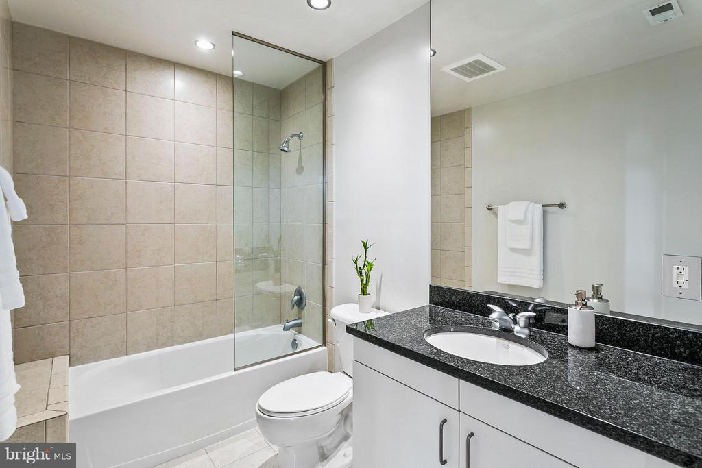 Bath - 3409 WILSON BLVD #309, ARLINGTON