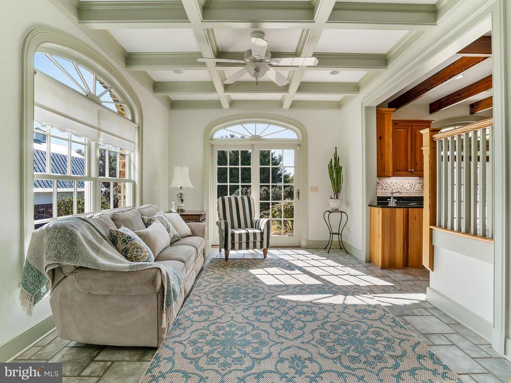 Sunny Keeping Room  Coffered Ceiling, Heated Floor - 35175 SNICKERSVILLE TPKE, ROUND HILL