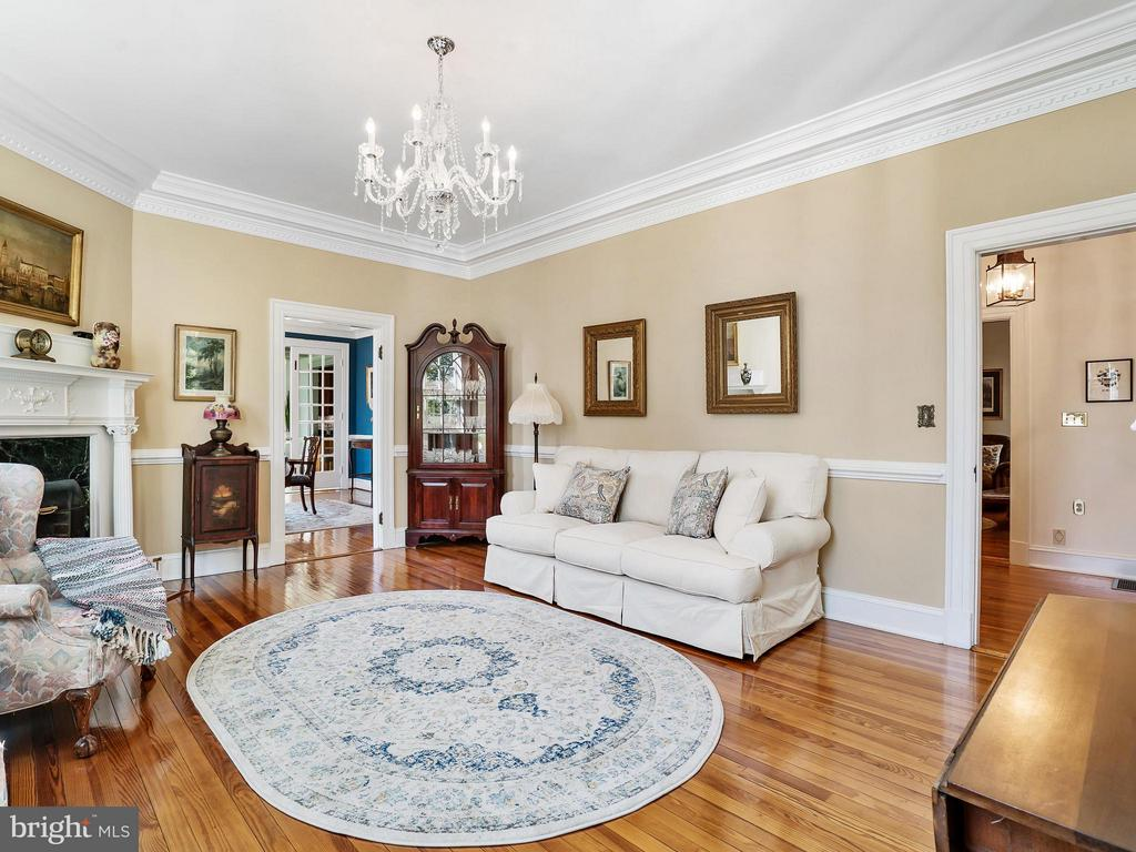 Elegant Parlor, 7PC Cornice Gas FP, Antique Mantle - 35175 SNICKERSVILLE TPKE, ROUND HILL