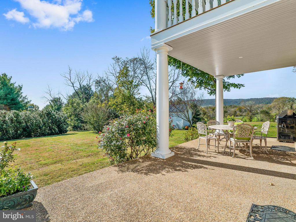 Mountain & Pastoral views from every porch - 35175 SNICKERSVILLE TPKE, ROUND HILL