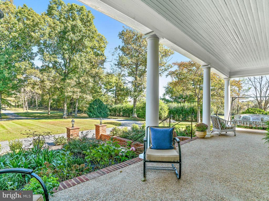 Southern Charm Abounds Here... - 35175 SNICKERSVILLE TPKE, ROUND HILL