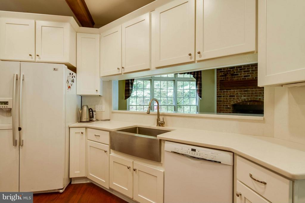 Kitchen - 6032 LADY SLIPPER LN, MANASSAS