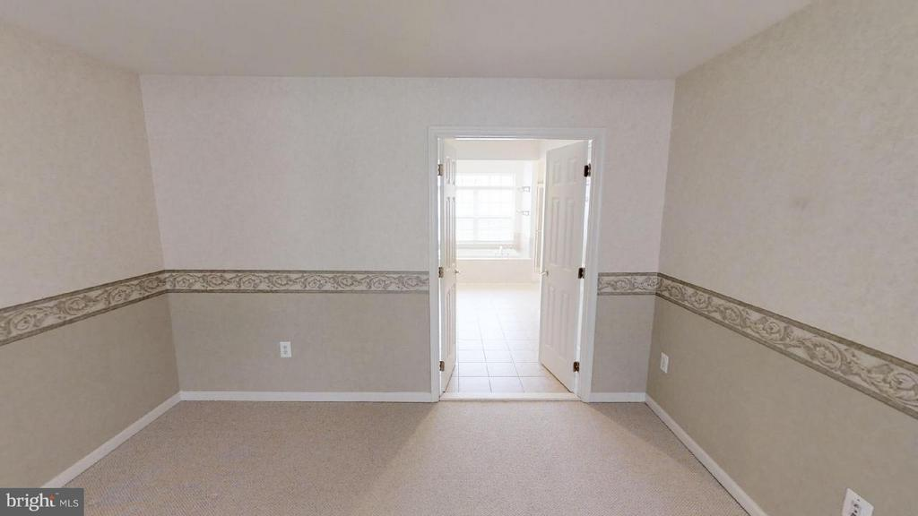 owners suite looking to bath - 805 MONUMENT SQ, WOODBRIDGE