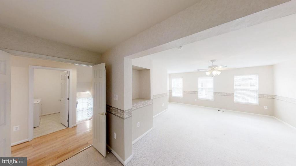 light filled with sitting room - 805 MONUMENT SQ, WOODBRIDGE