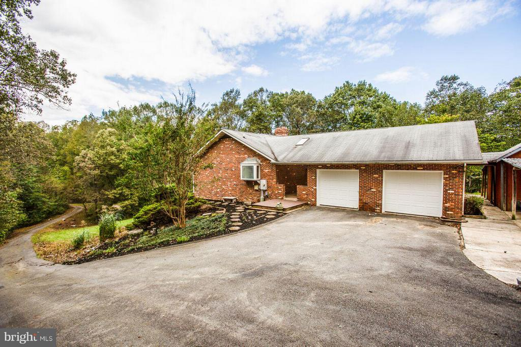 Attached Garage - 240 SANDY RIDGE RD, FREDERICKSBURG