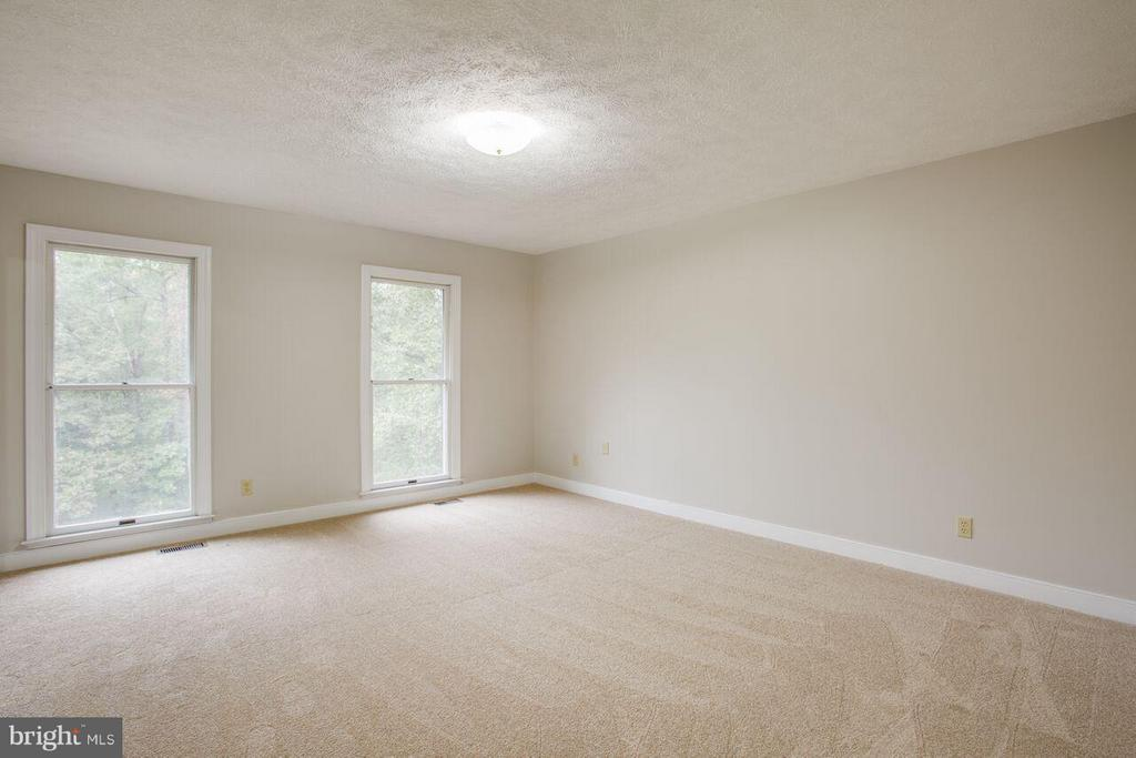 Bedroom Master - 240 SANDY RIDGE RD, FREDERICKSBURG