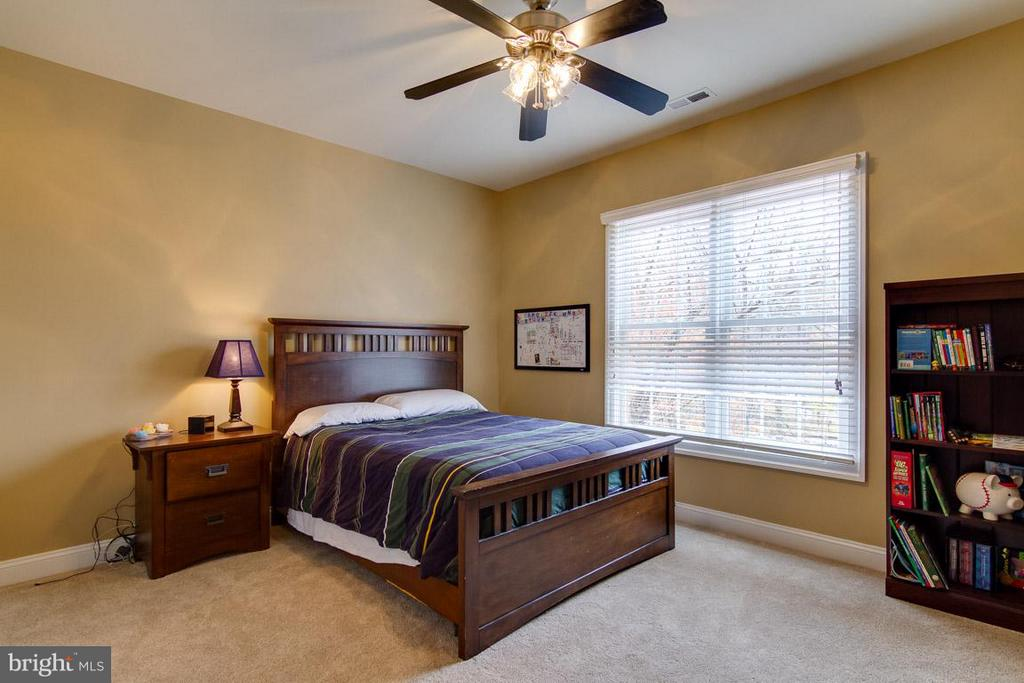 Bedroom with Private Bath - 20652 ST LOUIS RD, PURCELLVILLE