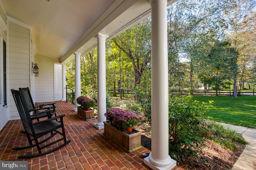 Front Porch - 20652 ST LOUIS RD, PURCELLVILLE