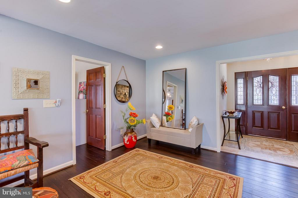 Spacious Foyer to Greet Guests - 110 SAND TRAP LN, LOCUST GROVE