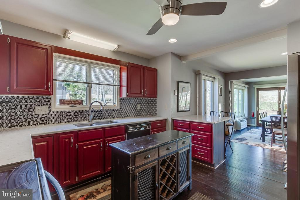 Kitchen - Marble Counter Tops - 110 SAND TRAP LN, LOCUST GROVE