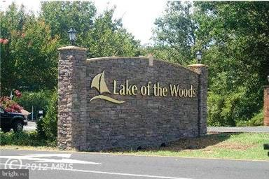 Lake of the Woods Entrance - 110 SAND TRAP LN, LOCUST GROVE