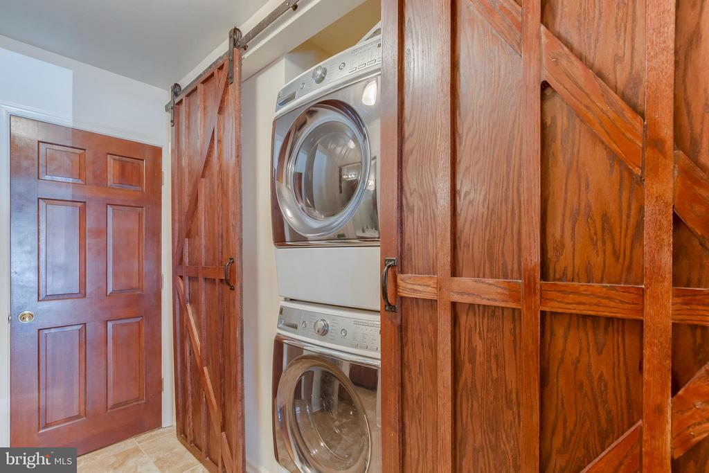 Laundry Rm, Large Pantry - Doubles As Mud Rm - 110 SAND TRAP LN, LOCUST GROVE
