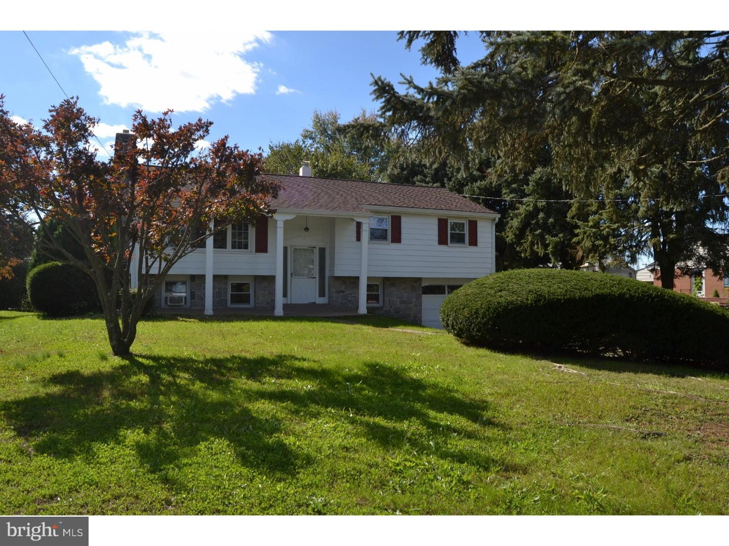 Photo of home for sale at 1050 Mitch Road, Pottstown PA