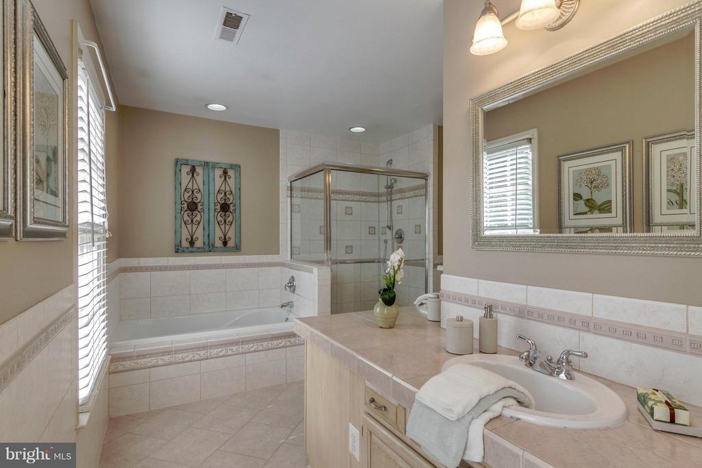 Bath (Master) - 7111 COUNTER PL, BURKE