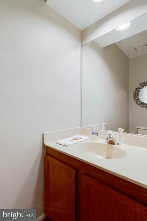 Powder Room - 6620 SKY BLUE CT, ALEXANDRIA
