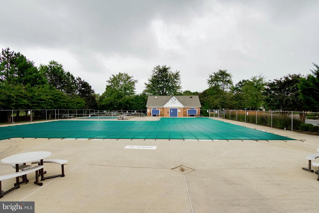 Community Pool - 6620 SKY BLUE CT, ALEXANDRIA