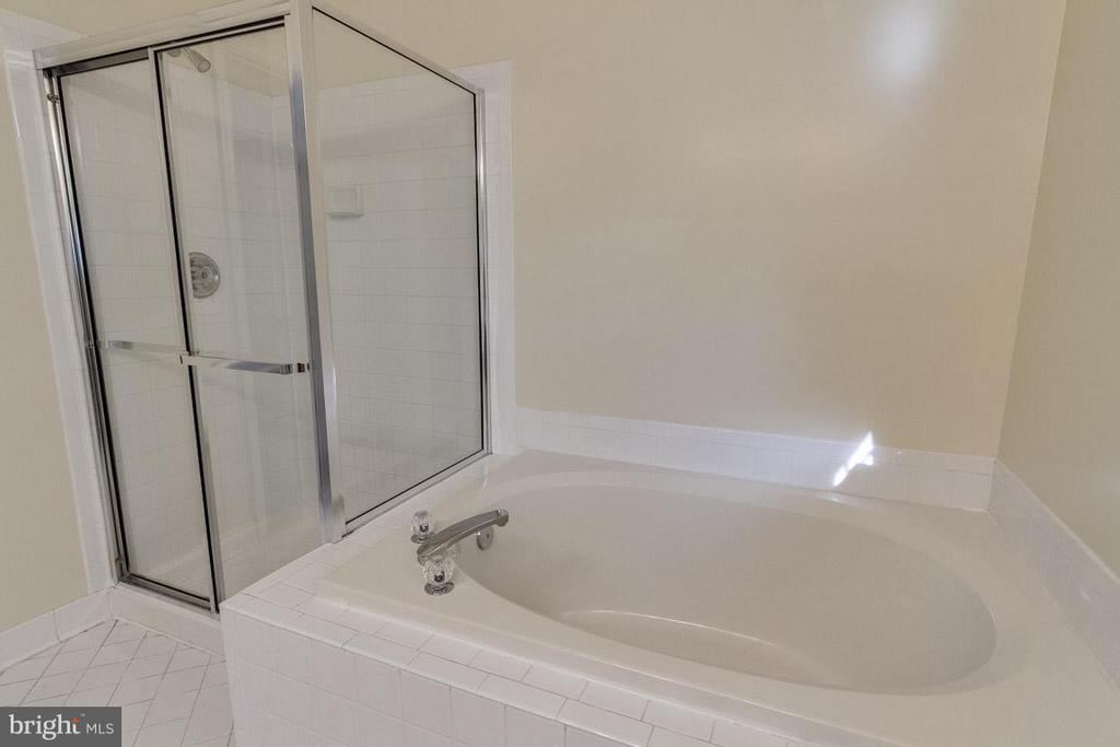 Bath (Master) - 13823 REGAL CT, WOODBRIDGE