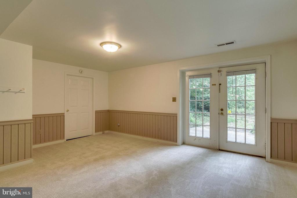 Basement Rec Room - 7111 COUNTER PL, BURKE