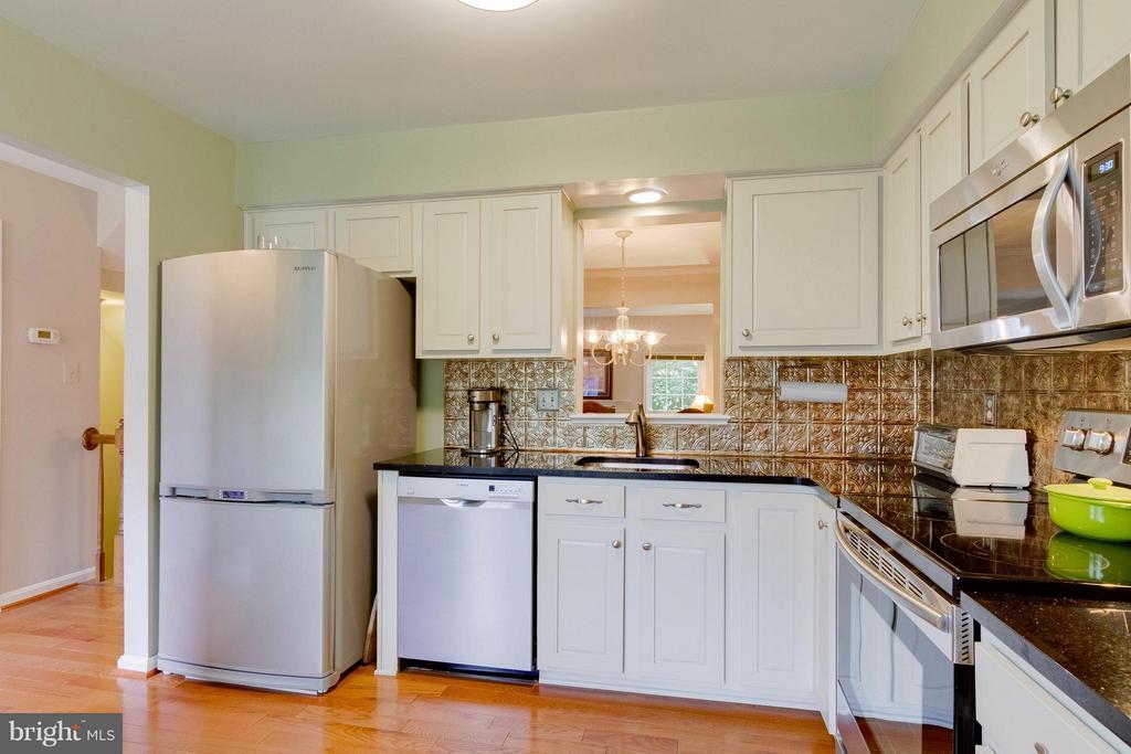 Kitchen - 6620 SKY BLUE CT, ALEXANDRIA