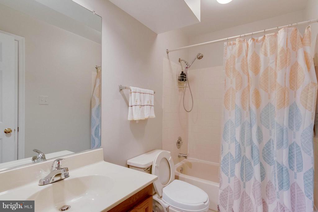 Bath (Master) - 6620 SKY BLUE CT, ALEXANDRIA