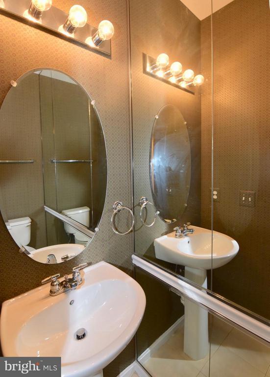 1/2 Bath - 43172 LAWNSBERRY SQ, ASHBURN