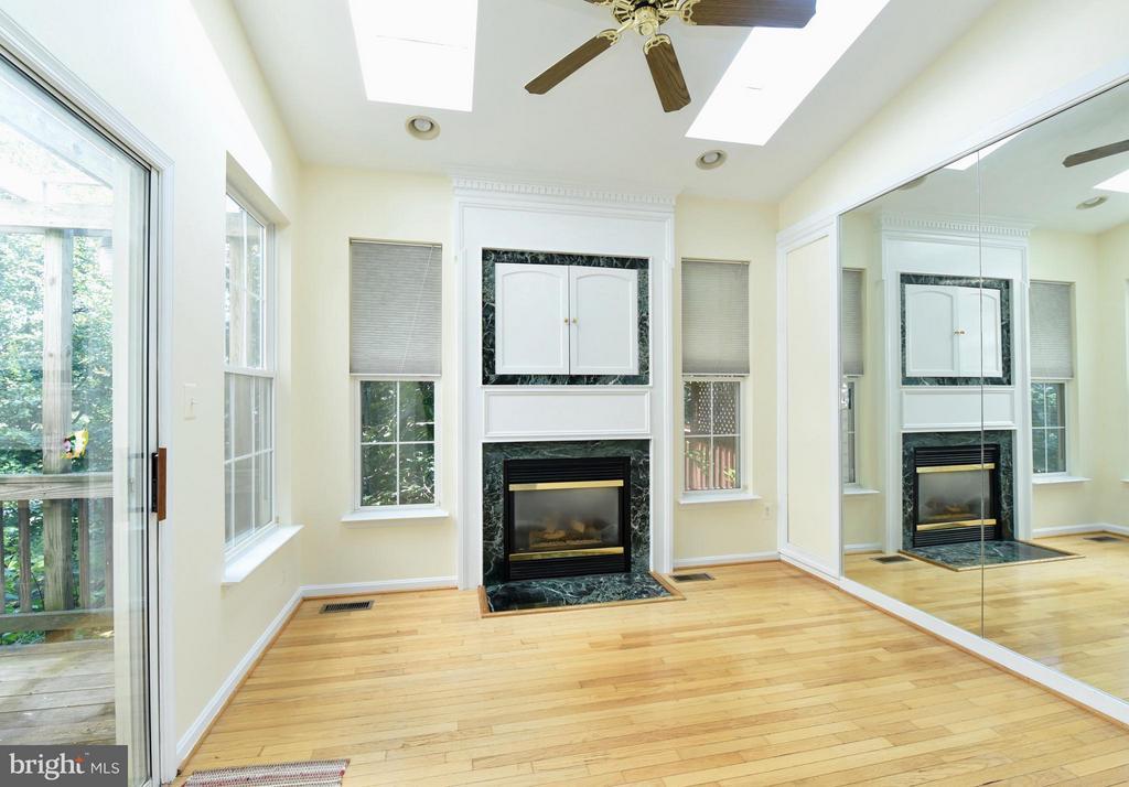 Hearth Room off the kitchen - 43172 LAWNSBERRY SQ, ASHBURN