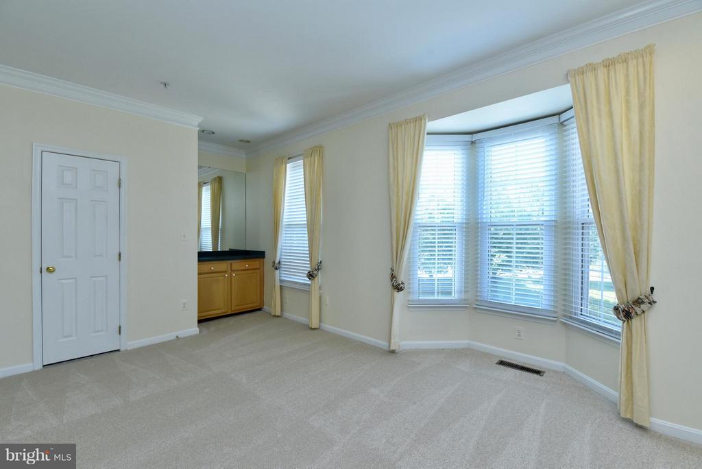 Living Room with bar - 43172 LAWNSBERRY SQ, ASHBURN