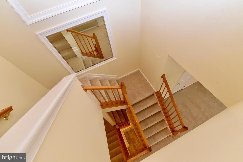 stair case - 43172 LAWNSBERRY SQ, ASHBURN