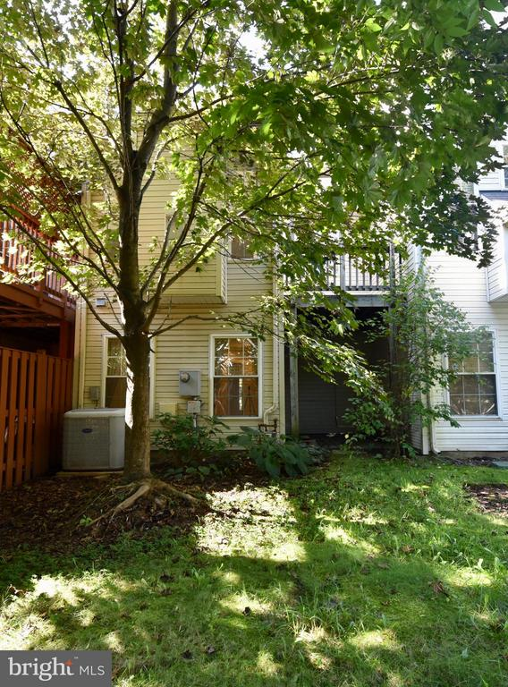 Secluded backyard - 43172 LAWNSBERRY SQ, ASHBURN