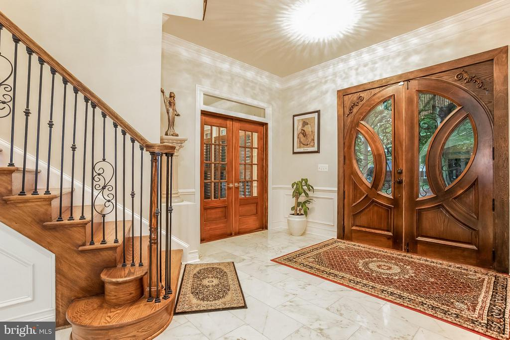 Entryway - 4708 MONTGOMERY ST, ANNANDALE