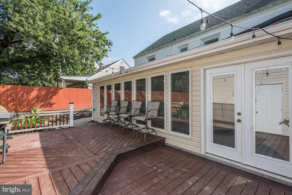 Composite Deck and Sunroom - 942 FRANKLIN ST, WINCHESTER