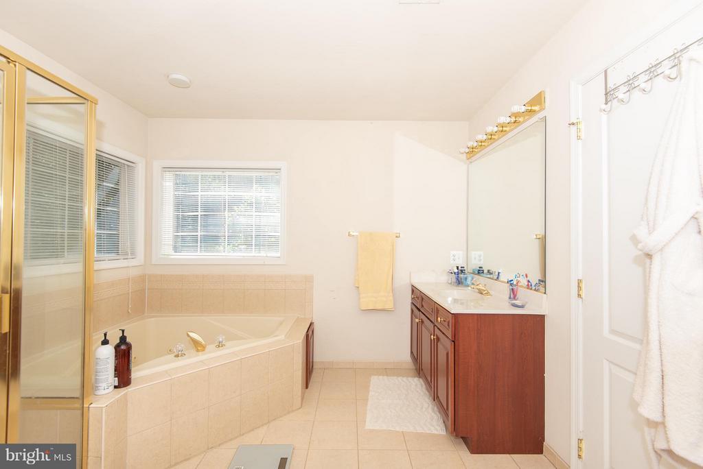Bath (Master) - 15001 RUMSON PL, MANASSAS