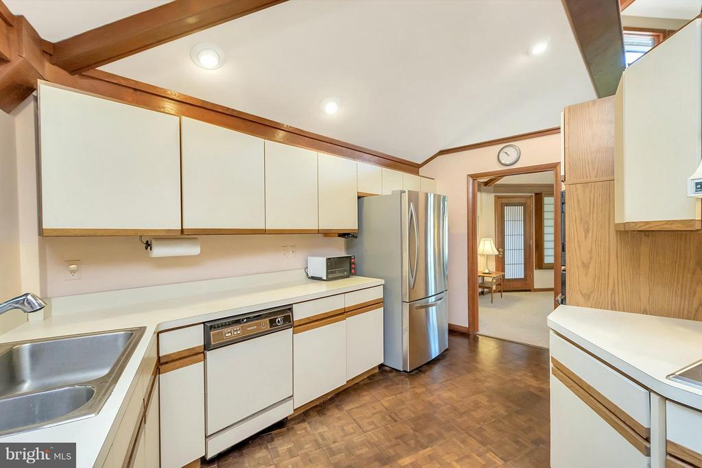 Plenty of cabinet space in this kitchen! - 111 BOXWOOD TRL, LOCUST GROVE