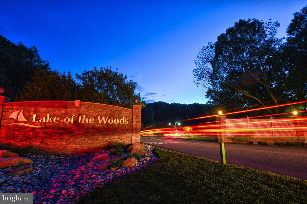 Welcome to Lake of the Woods! - 111 BOXWOOD TRL, LOCUST GROVE